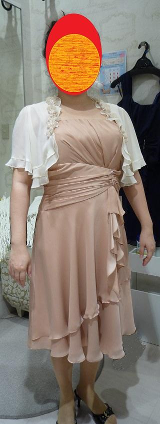 胸が大きい女性が試着してみたドレス
